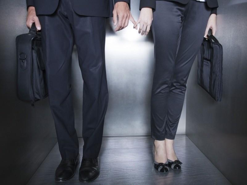 Что делать, если влюбилась в начальника, а он этого не замечает
